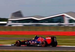 GP de Gran Bretaña 2015 de Fórmula 1: Rosberg lidera el viernes, Sainz 9º y Alonso 15º