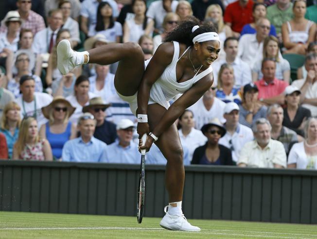 Williams apretada avanza a octavos en Wimbledon