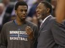 NBA: Sam Mitchell será el técnico de los Wolves de forma provisional