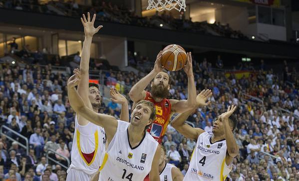 Eurobasket 2015: España salva el primer match ball y estará en octavos