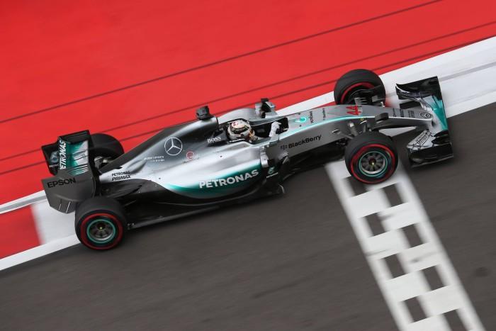 Lewis Hamilton gana en Rusia