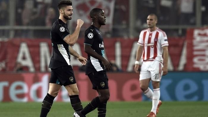 Tres goles de Giroud salvan al Arsenal de la eliminación