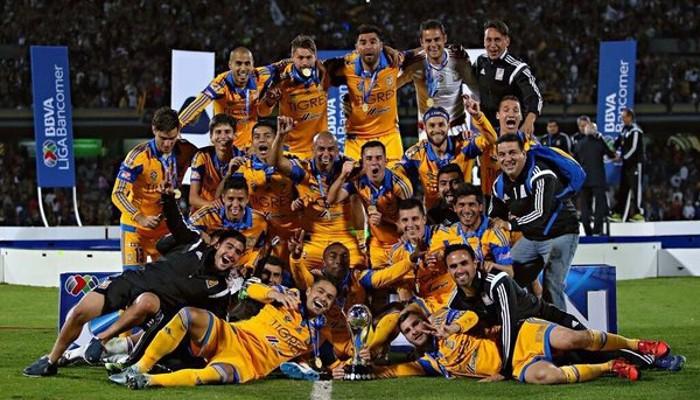 Tigres celebrando la conquista del Apertura
