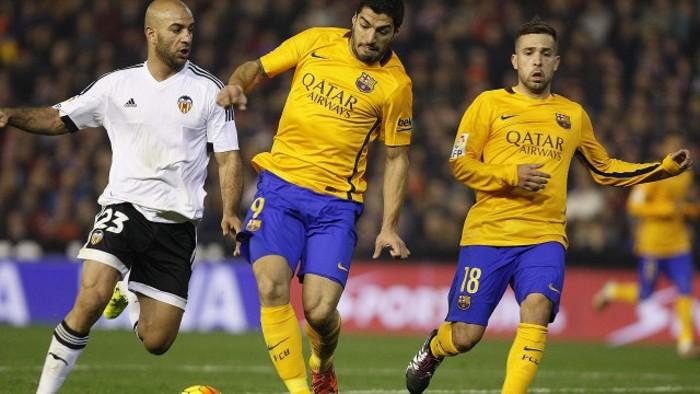 El Valencia arañó un empate ante el Barcelona