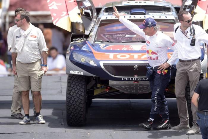 Carlos Sainz en el podium de salida