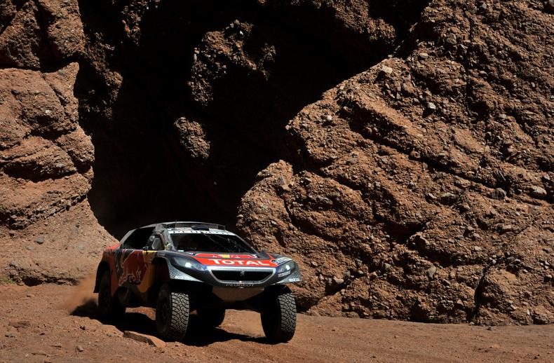 Dakar 2016: Al-Attiyah gana en coches por delante de Sainz, Price líder en motos