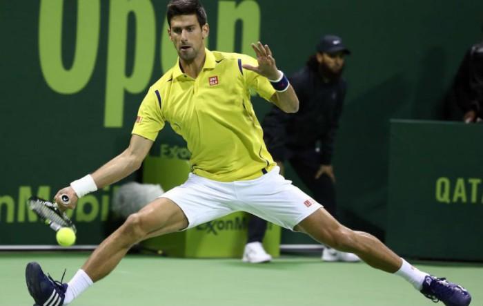 Djokovic inicia firme en Doha