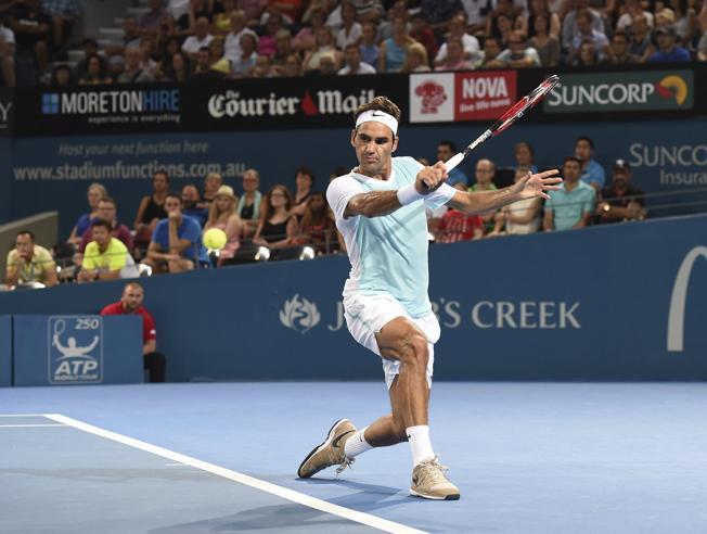 Federer a cuartos en Brisbane