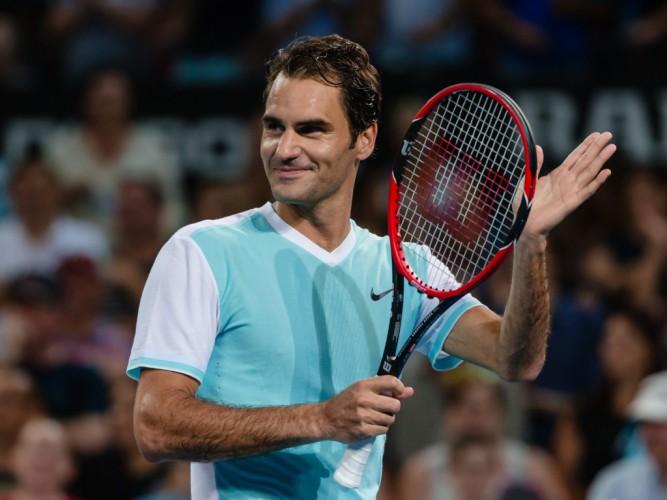 Federer a semifinales en Brisbane
