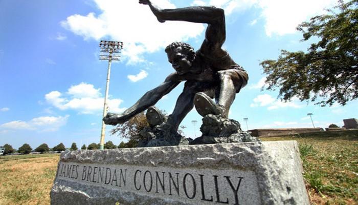 Estatua en honor a James Conolly, el primer oro olímpico de la historia