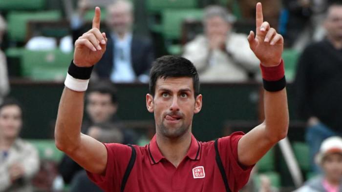 Djokovic a octavos en Roland Garros