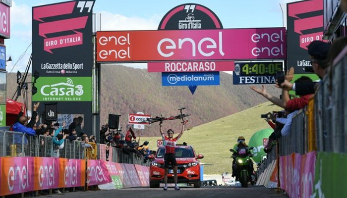 Wellens celebró de esta guisa su victoria de etapa en el Giro