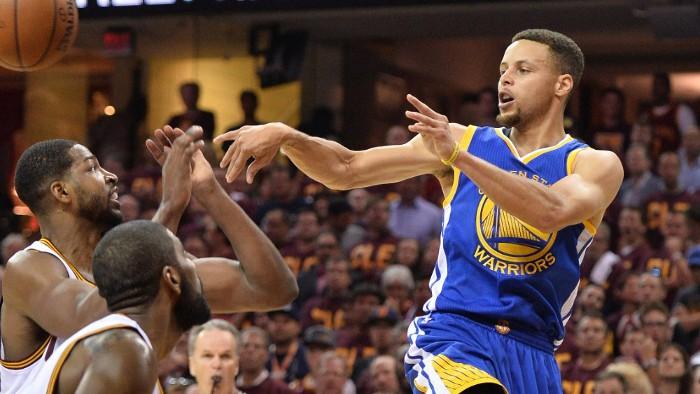 Curry firmó 38 puntos en una nueva victoria para Warriors