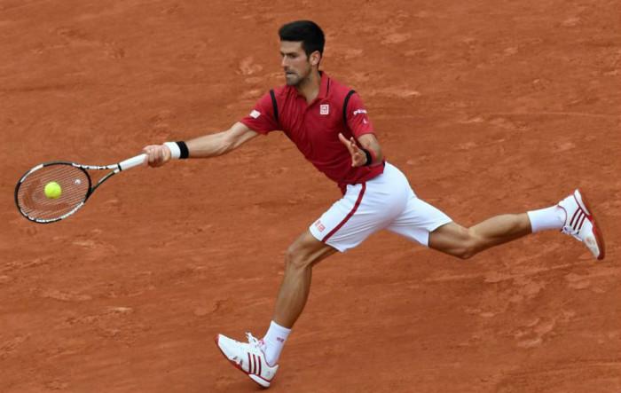 Djokovic a cuartos en Roland Garros
