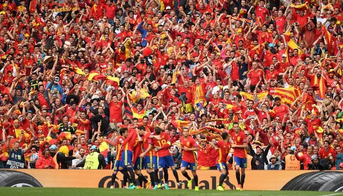 España celebró el gol ante los numerosos aficionados españoles en Toulouse