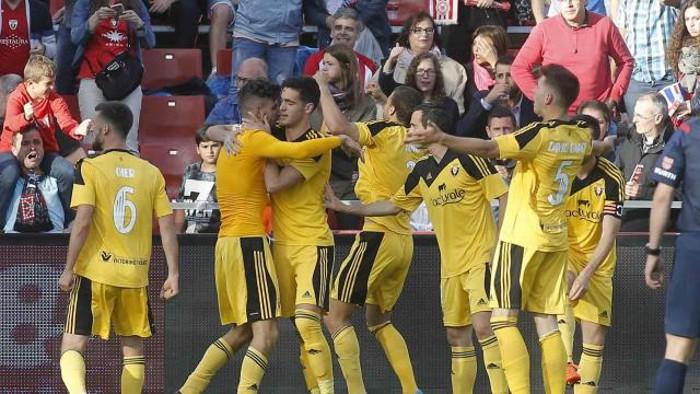 El Osasuna celebra su ascenso en Girona