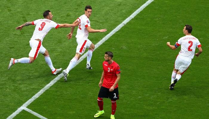 Con un gol de Schar Suiza batió a Albania