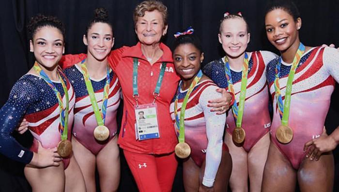 Estados Unidos revalidó el oro por equipos en gimnasia