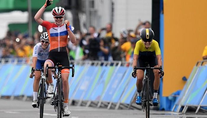 Van der Breggen ganó el oro en la prueba femenina de ciclismo