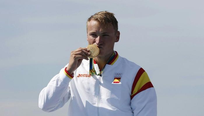 Marcus Walz con su medalla de oro en piragüismo