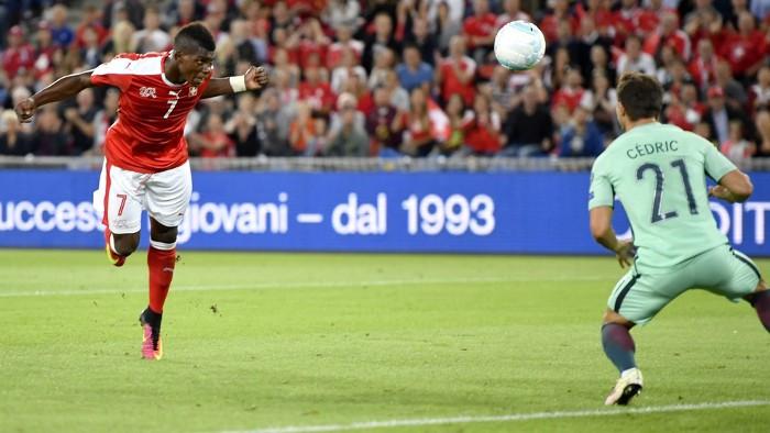 Embolo fue uno de los goleadores de Suiza ante Portugal