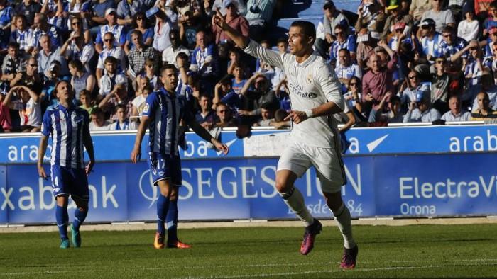 Cristiano Ronaldo firmó tres goles ante el Alavés