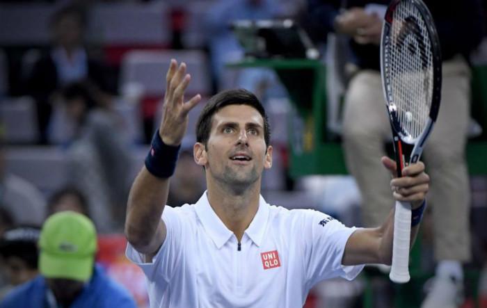 Djokovic a cuartos de final en Shanghai