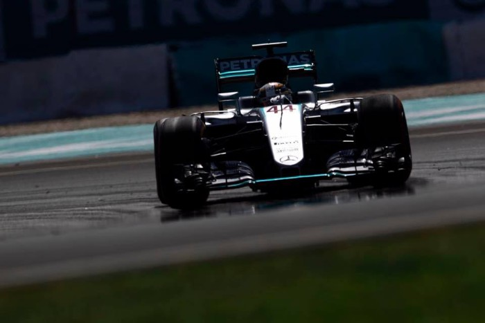 Lewis Hamilton hace la pole en Malasia