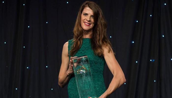 Ruth Beitia con el premio a la mejor atleta europea del año 2016