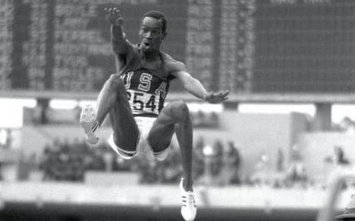 Beamon bate el récord mundial en longitud