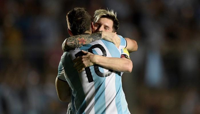 Argentina vuelve a la zona de repesca al ganar a Colombia
