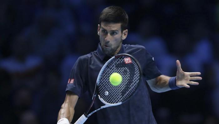 Djokovic a semifinales en Londres