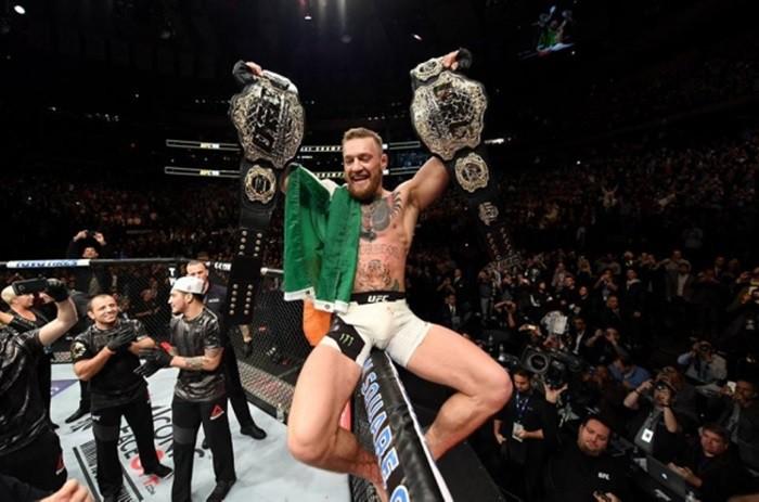 McGregor con sus dos cinturones