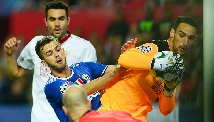 El Sevilla perdió ante la Juve en un partido polémico