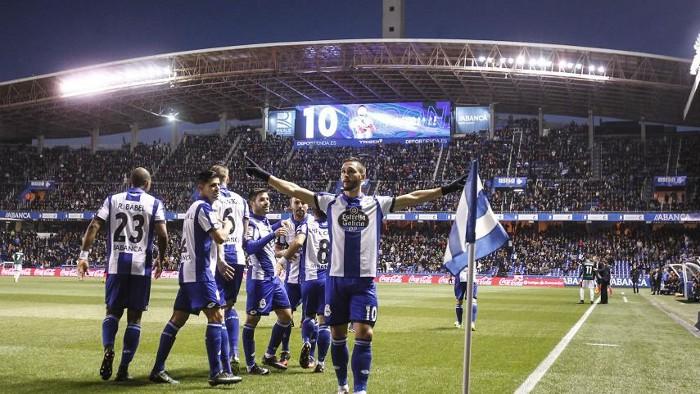 El Deportivo venció por 2-0 a Osasuna y aleja el descenso