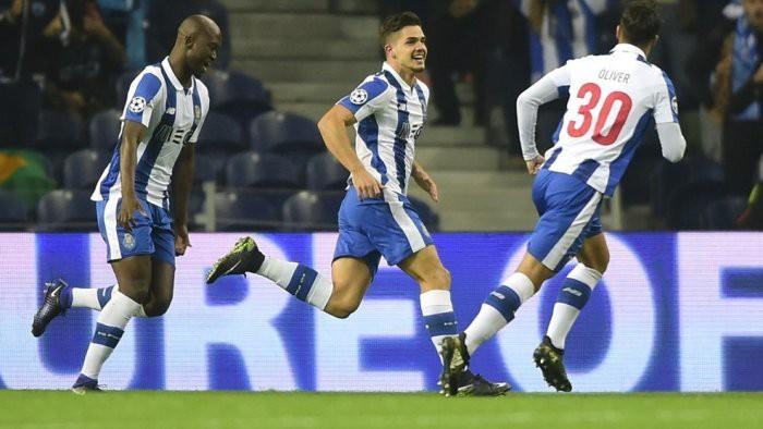 El Oporto goleó al Leicester para meterse en octavos