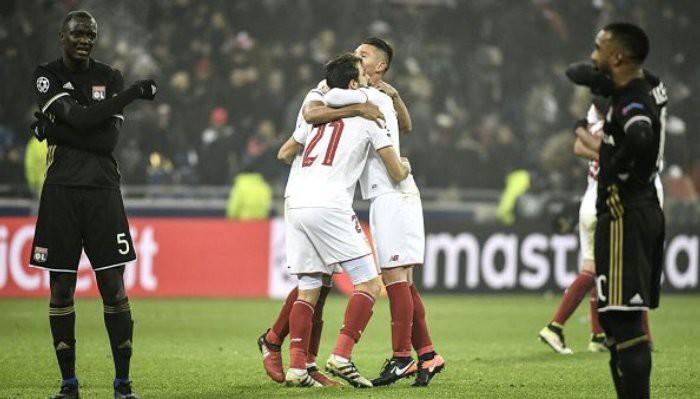 El Sevilla celebra su pase a los octavos de la Champions
