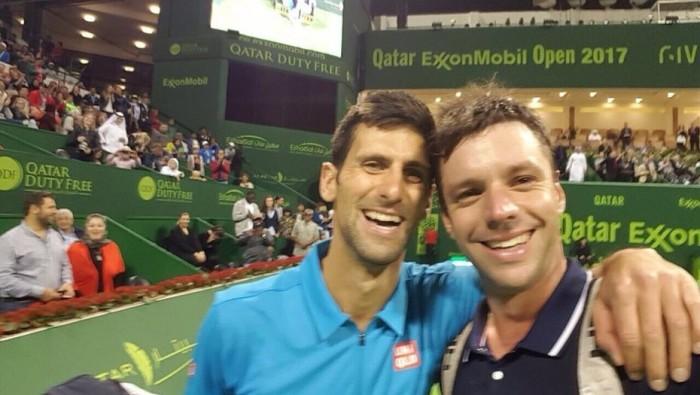 Djokovic ganó a Zeballos en Doha y se toma un selfie