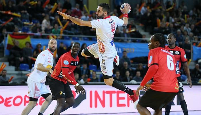 España ganó claramente a Angola