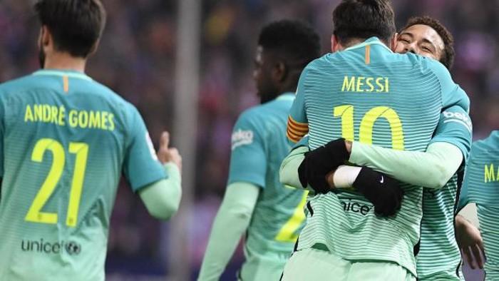 El Barcelona toma ventaja en el Calderón