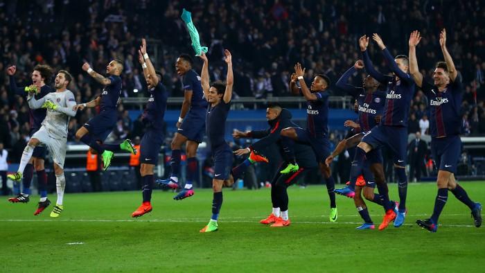 El PSG celebra la goleada ante el Barcelona