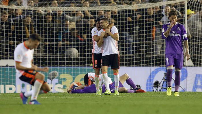 El Valencia resurge y aprieta la Liga