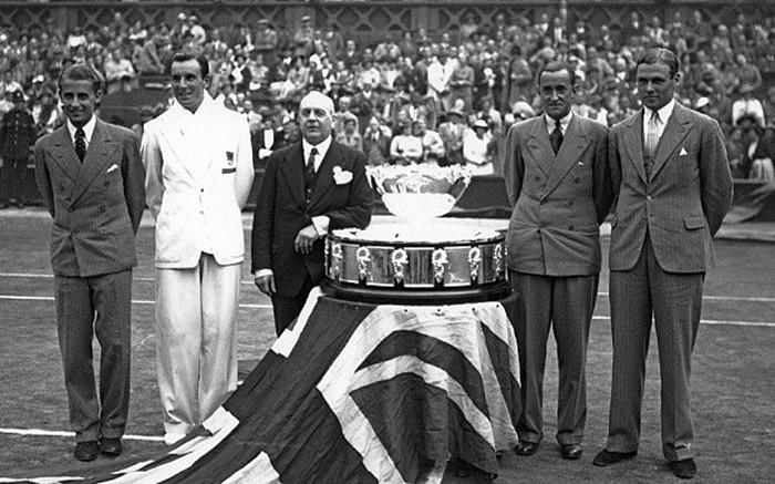 El equipo británico con el trofeo en Wimbledon