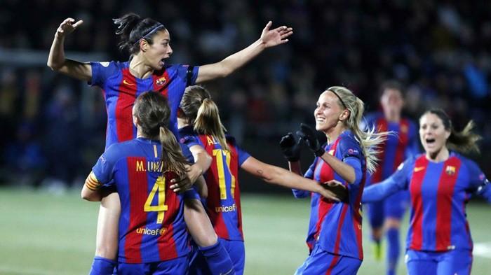 Las culés celebran el gol de  Leila Ouahabi