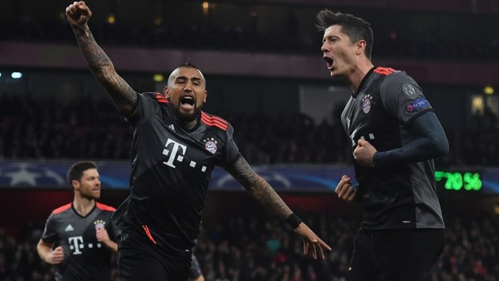Vidal marcó dos goles en la goleada del Bayern sobre el Arsenal
