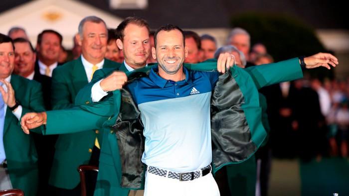 Sergio García recibe la chaqueta verde como ganador del Masters de Augusta 2017