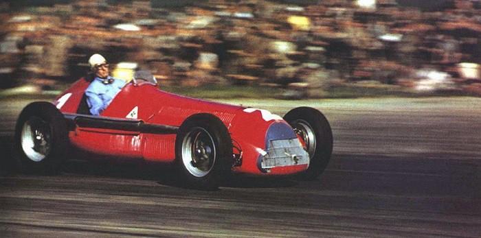 Giuseppe Farina compitiendo en Silverstone con su Alfa Romeo