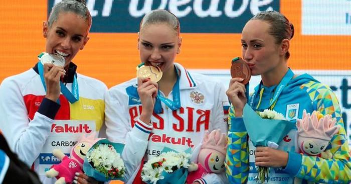 Ona Carbonell en el podio del Mundial de natación 2017