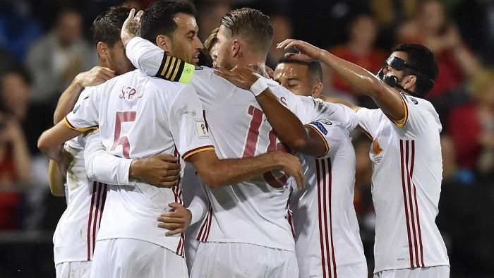 España gana a Italia la batalla por la primera plaza
