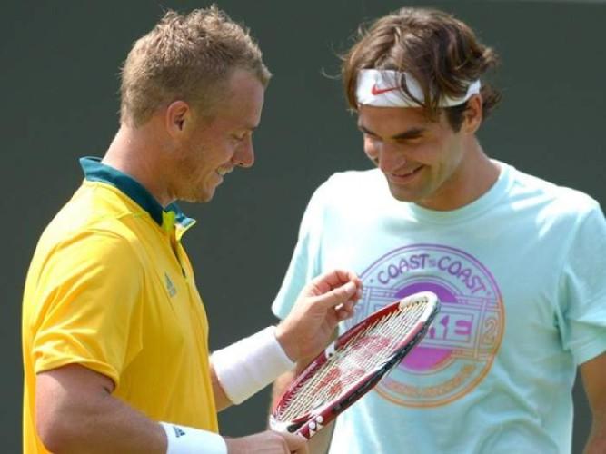 Hewitt alaba a Federer